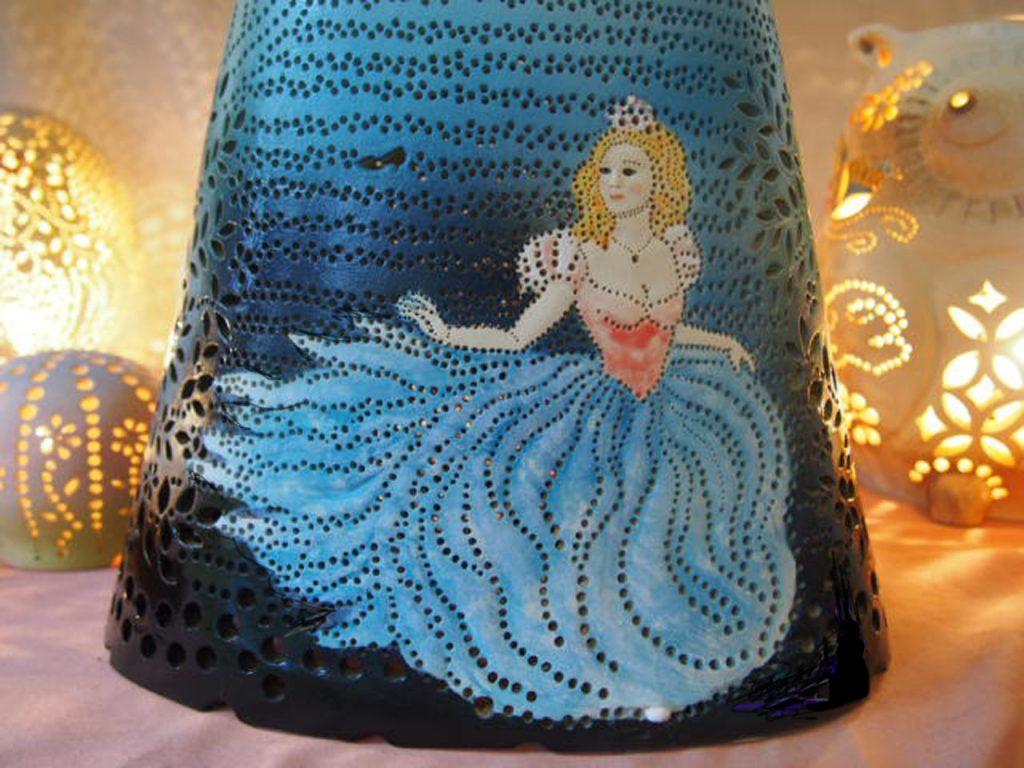 陶器ランプシェード『12時のシンデレラ』はやす波の手作りです。