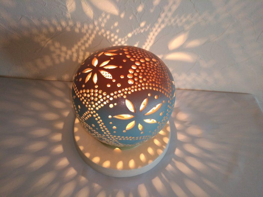 やす波窯お陶器ランプシェード光の花