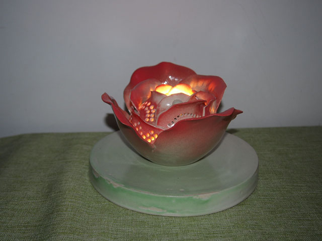 やす波窯の陶器ランプシェード赤いバラ